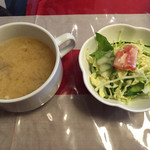 らいら亭 - 味噌汁とサラダ