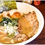 65230883 - らーめん+味玉 700+100円 まさに王道のWスープ!食べやすいので週一はいけますね。