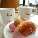 ミスタードーナツ - ポンデ&イーストドーナツとカフェインレスコーヒー