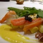65234685 - ◆ホワイトアスパラと魚介のサラダ、パブリカソース。 彩も美しく美味しそう~
