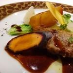 65234741 - ◆フォアグラのポアレ、マデラ酒ソース。リンゴの甘露煮やお野菜添え。