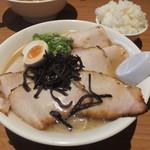 ラーメン山村 - 豚骨醤油チャーシューメンです☆ 2017-0408訪問