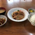 田中食堂 - 生姜焼き定食(700円) 日替り野菜煮付け(+100円)
