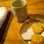 肥後 福のや - 食後に桜野園の緑茶とごまぼうろ