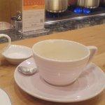 65240333 - このサイズのカップに三分の1くらいの紅茶