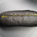 メゾン ムラタ - 「ブラックカカオのこっぺのピスタチオクリームしぼり」220円税込