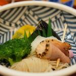 和食処おおつぼ - 炙りベーコン、糸こんにゃく、ブロッコリー、茄子、南瓜、蒲鉾の焚き合わせ(2017.4.10)