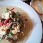 ラクリ - グリルチキンと魚介のクリームソース