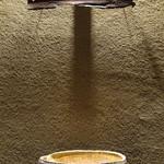 燗酒嘉肴 壺中 - 神楽坂ワインバー「コルク」(現在、閉店)ご主人のオブジェと岸野寛さんの片口。