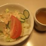 65263878 - ナポリタン大盛りに付いたサラダとスープ