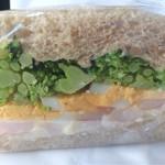 ローズベーカリー オン・ザ・ラン - エッグとエビのサンドイッチの断面