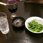 モックンハウス - 料理写真:ドリンクに赤ワインと炭酸で枝豆