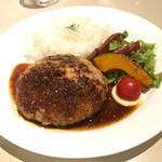 65275606 - 【2017年04月】黒豚250gのBigハンバーグ@1,600円、提供時、美味そう(⌒-⌒)