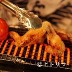 いざかや ほしぐみ - 旬の野菜や干物、地鶏などは、中央の焼き台で焼き上げます