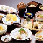 割烹 七草 - 旬の素材を活かした月替りの3150円コース料理