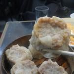 中国料理 登龍 - 箸で大きさが分かるでしょうか、ズッシリしてます。