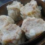 中国料理 登龍 - 比較するのがないですが、過去に食べた焼売の大きさは凌駕しています。