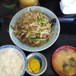 キッチンあべ - レバ炒め(小ライス,みそ汁,漬物)