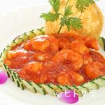 中国料理 桃華樓 - 芝海老チリソース+ご飯、スープ、漬物、本日のデザート