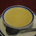 レストラン ナカタ - コースに出されるコーンスープ