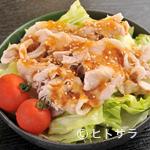 もんじゃ五平 - 冷しゃぶサラダ(580円)もおすすめ品。