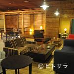 Cafe&Dining zero+ - ウッドベースで広い店内
