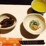 おしょくじ處 今 - 料理写真:お通しの海老ときゅうりのマヨネーズ和えと、先付の足長たこの煮もの