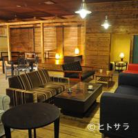 カフェ&ダイニング ゼロプラス - ウッドベースで広い店内