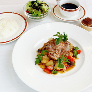 ★☆ランチ・ディナー共にお食事メニューも充実☆★