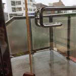 タリーズコーヒー 沼津イシバシプラザアネックス店 - 外に出られるドア