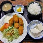 大衆割烹八珍柿 - カキフライ定食