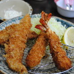 うみちか食堂 - 海老フライと白身フライ600円