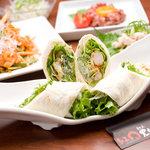 紅まる - 海老と野菜をトルティーヤで包んだ女性に人気の一品