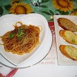 Home-Made かくれ家 - パスタ「自家製オーガニックトマト」と自家製道産小麦」使用パン(フレンチガーリック、くるみ、レーズン)