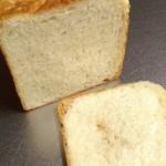 65291466 - 国産小麦湯種食パン断面。