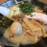らぁ麺 水嶋 - 料理写真:塩白湯ラーメン。デフォで味玉付いてます。