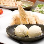 紅まる - オープン以来の人気デザート、豆乳きな粉パンバニラアイス添え