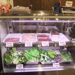 (卸)調布食肉センター - 期待をあおるショウケース