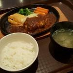 クッキン ピエロ - 料理写真:チーズハンバーグ 850円