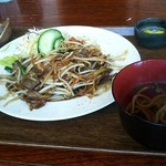 いーじまとぅんが - 伊江島産黒毛和種牛使用焼肉定食(1,200円)。