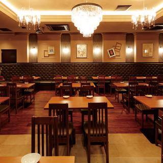 駅前屈指の大空間!収容1階テーブル席84名&2階個室席72名