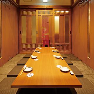 個室中心の空間。個室宴会は最大72名まで対応可能。