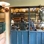 ブーランジェリー ヤマシタ - 小さなパンやさんは数人で一杯
