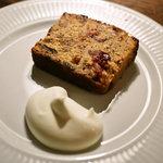 カフェ マメヒコ パートⅢ - ドライフルーツのブランデーケーキ