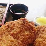 三峰神社正参道の茶店 大島屋 - 名物「わらじカツ丼」と「ざる蕎麦」