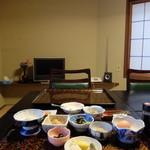 旅館 三恵 - 襖仕切りの朝食個室
