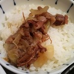 65330910 - お昼のミニご飯(牛すじご飯)のアップ。