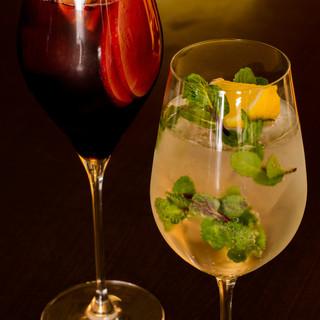 世界各国から集められたワインからオリジナルカクテルまで豊富