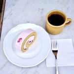 ガーデンハウス クラフツ - 桜ロールケーキ