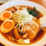 麺天 湯気家 - 正油ラーメン600円に味卵トッピング100円